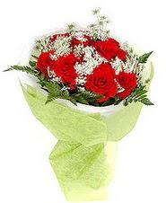 Muğla 14 şubat sevgililer günü çiçek  7 adet kirmizi gül buketi tanzimi