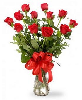 Muğla 14 şubat sevgililer günü çiçek  12 adet kırmızı güllerden vazo tanzimi