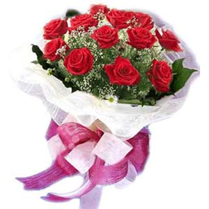 Muğla uluslararası çiçek gönderme  11 adet kırmızı güllerden buket modeli