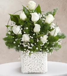 9 beyaz gül vazosu  Muğla uluslararası çiçek gönderme