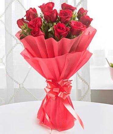 12 adet kırmızı gülden modern buket  Muğla online çiçek gönderme sipariş
