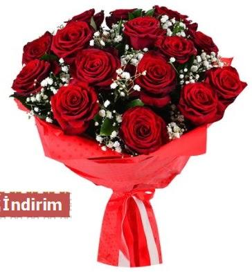12 Adet kırmızı aşk gülleri  Muğla uluslararası çiçek gönderme