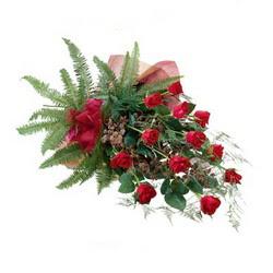 Muğla online çiçekçi , çiçek siparişi  10 adet kirmizi gül özel buket çiçek siparisi