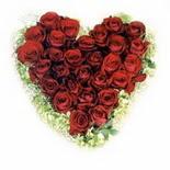 kalp biçiminde 15 gülden   Muğla çiçekçi mağazası