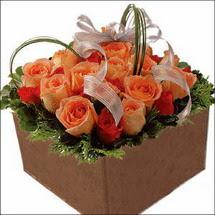 kare sandikta 11 gülllerden   Muğla çiçek online çiçek siparişi