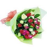 12 adet renkli gül buketi   Muğla çiçek siparişi vermek