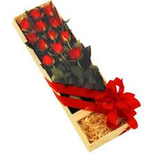 kutuda 12 adet kirmizi gül   Muğla online çiçek gönderme sipariş