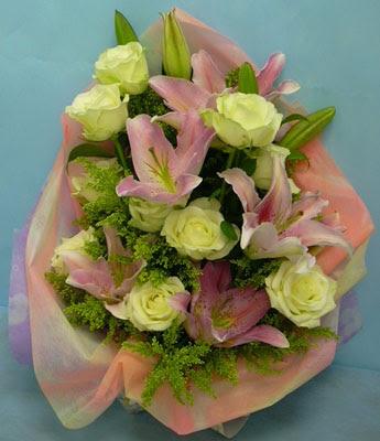 11 adet gül ve 2 adet kazablanka buketi  Muğla çiçek mağazası , çiçekçi adresleri