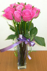 cam vazo içerisinde 11 adet gül  Muğla çiçek mağazası , çiçekçi adresleri