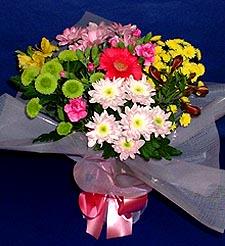 Muğla hediye sevgilime hediye çiçek  küçük karisik mevsim demeti