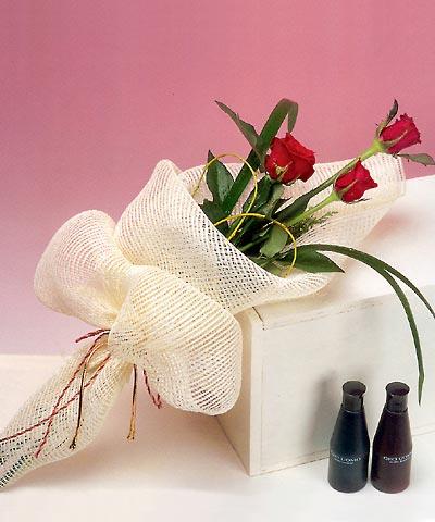 3 adet kalite gül sade ve sik halde bir tanzim  Muğla güvenli kaliteli hızlı çiçek