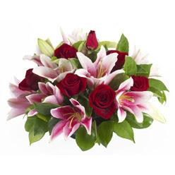 güller ve kazablnaklardan aranjman  Muğla çiçek gönderme