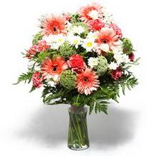 Muğla kaliteli taze ve ucuz çiçekler  cam yada mika vazo içerisinde karisik demet çiçegi