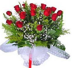 Muğla uluslararası çiçek gönderme  12 adet kirmizi gül buketi esssiz görsellik