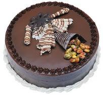 Çikolatali yas pasta 4 ile 6 kisilik  leziz  Muğla ucuz çiçek gönder