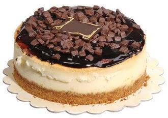 pasta yolla 4 ile 6 kisilik çikolatali yas pasta  Muğla online çiçekçi , çiçek siparişi