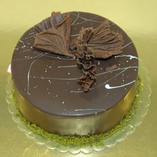 pastaci ustamizdan 4 ile 6 kisilik fistikli çikolatali yaspasta  Muğla çiçek , çiçekçi , çiçekçilik