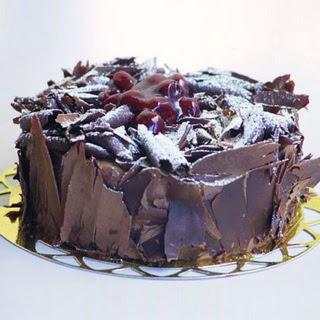 pasta yolla 4 ile 6 kisilik visneli çikolatali yas pasta  Muğla çiçek servisi , çiçekçi adresleri