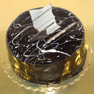 pasta gönder 4 ile 6 kisilik parça çikolatali yaspasta  Muğla güvenli kaliteli hızlı çiçek