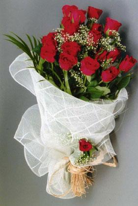 10 adet kirmizi güllerden buket çiçegi  Muğla çiçek siparişi sitesi