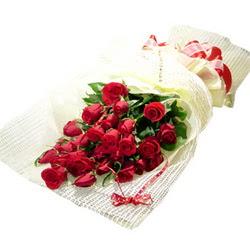 Çiçek gönderme 13 adet kirmizi gül buketi  Muğla uluslararası çiçek gönderme