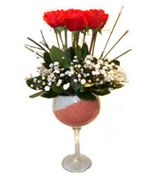 Muğla kaliteli taze ve ucuz çiçekler  cam kadeh içinde 7 adet kirmizi gül çiçek