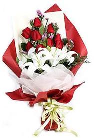Muğla hediye sevgilime hediye çiçek  9 adet gül 2 adet kazablanka buketi