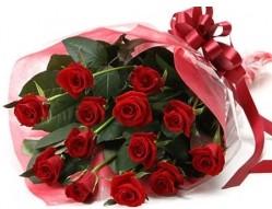 Muğla çiçek gönderme  10 adet kipkirmizi güllerden buket tanzimi