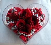 Muğla çiçek yolla , çiçek gönder , çiçekçi   mika kalp içerisinde 3 adet gül ve taslar