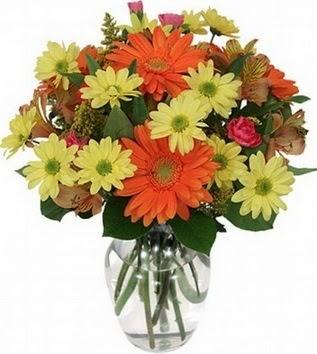 Muğla çiçekçi telefonları  vazo içerisinde karışık mevsim çiçekleri