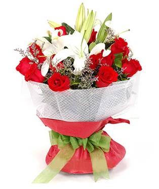 Muğla hediye sevgilime hediye çiçek  1 dal kazablanka 11 adet kırmızı gül buketi