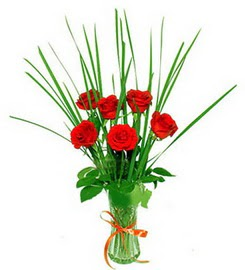 Muğla 14 şubat sevgililer günü çiçek  6 adet kırmızı güllerden vazo çiçeği