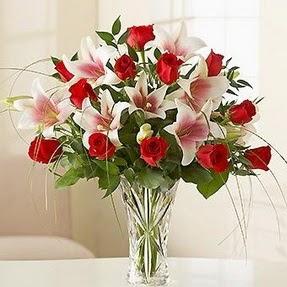 Muğla ucuz çiçek gönder  12 adet kırmızı gül 1 dal kazablanka çiçeği