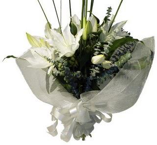 Muğla çiçek online çiçek siparişi  2 dal kazablanka çiçek buketi