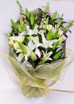 Muğla çiçek , çiçekçi , çiçekçilik  3 adet kazablankalardan görsel buket çiçeği