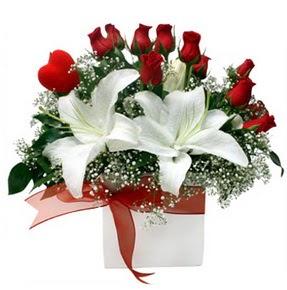 Muğla çiçek online çiçek siparişi  1 dal kazablanka 11 adet kırmızı gül vazosu