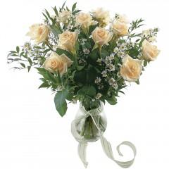 Vazoda 8 adet beyaz gül  Muğla çiçek yolla