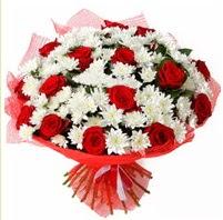 11 adet kırmızı gül ve beyaz kır çiçeği  Muğla çiçek mağazası , çiçekçi adresleri