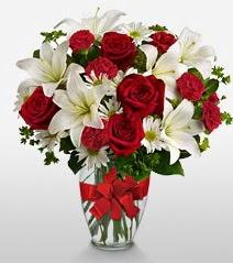 Eşsiz vazo tanzimi güller kazablankalar  Muğla online çiçekçi , çiçek siparişi