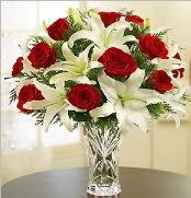 12 adet kırmızı gül 2 dal kazablanka vazosu  Muğla uluslararası çiçek gönderme