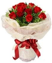 12 adet kırmızı gül buketi  Muğla çiçek gönderme