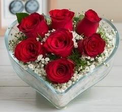 Kalp içerisinde 7 adet kırmızı gül  Muğla çiçek siparişi vermek