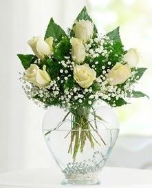 Cam içerisinde 7 adet beyaz gül  Muğla İnternetten çiçek siparişi