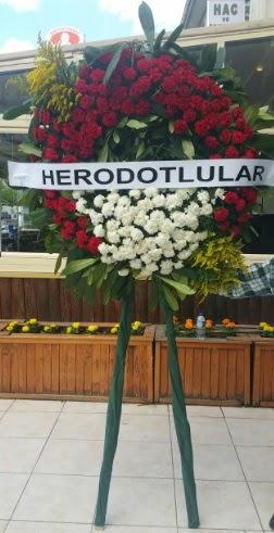 Cenaze çelengi cenazeye çiçek modeli  Muğla uluslararası çiçek gönderme