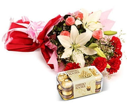 Karışık buket ve kutu çikolata  Muğla 14 şubat sevgililer günü çiçek