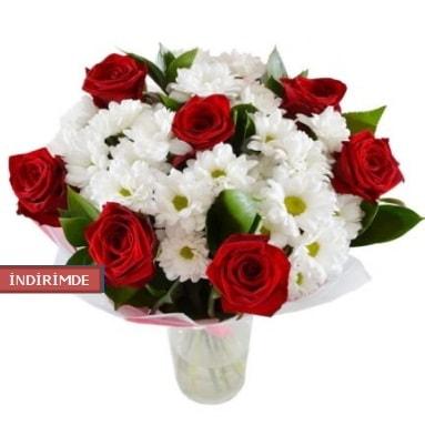 7 kırmızı gül ve 1 demet krizantem  Muğla çiçek siparişi vermek